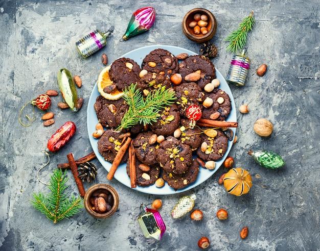 Festive chocolate cookie Premium Photo