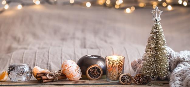 家の装飾が施されたお祝いのクリスマスの居心地の良い雰囲気 無料写真