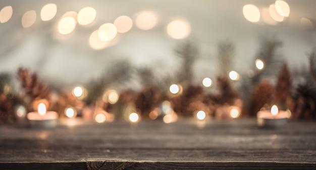 Sfondo festivo di capodanno con coni e luci. Foto Gratuite