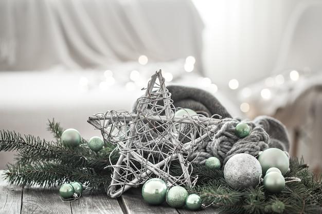 家庭的な雰囲気の中でお祭りの新年の壁。 無料写真