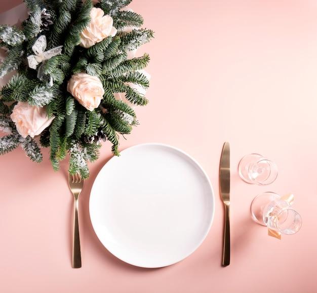 Концепция сервировки праздничного стола Premium Фотографии