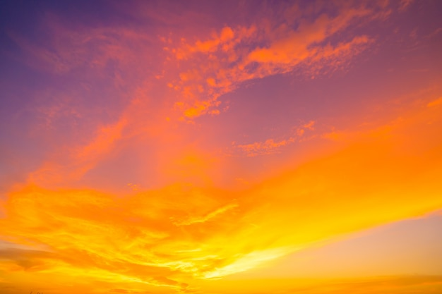 Fiery orange sunset sky. beautiful sky. Premium Photo