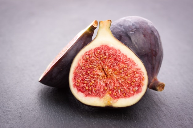Fig cut in half Free Photo