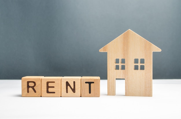 Figurine houses and cubes with the word rent Premium Photo