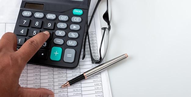 財務の概念、財務番号の表、計算機 Premium写真