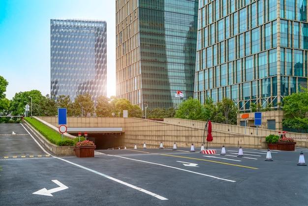 Financial district plaza parking Premium Photo
