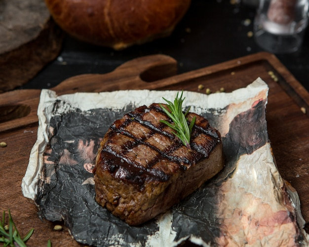 Fine cooked ribeye, tenderloin on a piece of paper Free Photo