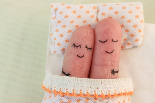 Finger art of a happy couple. couple asleep in bed. Premium Photo