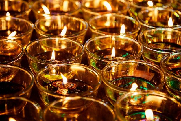Огонь в очках для благословения будды Premium Фотографии