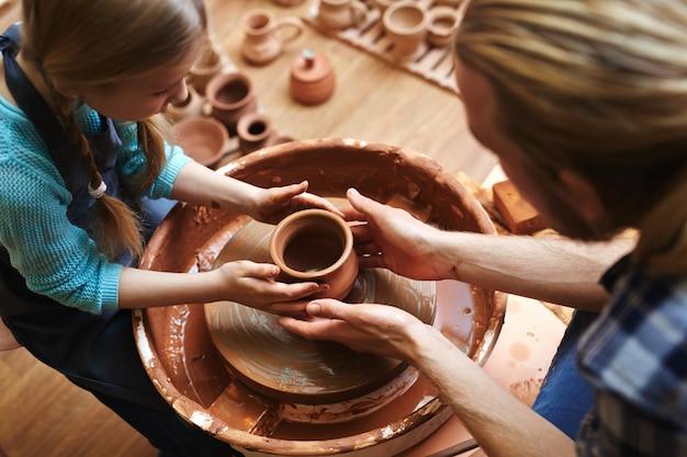 Fireclay jug production Free Photo