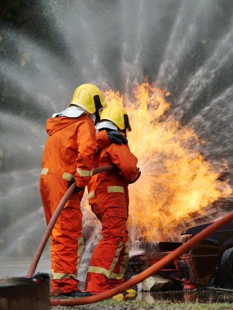 Firefighter trainging in fire situration Premium Photo