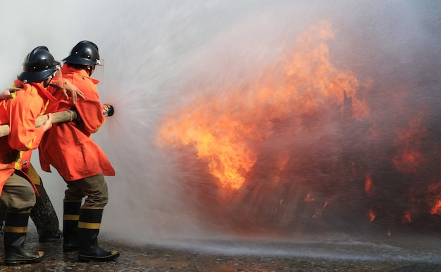 Firefighters fighting fire Premium Photo