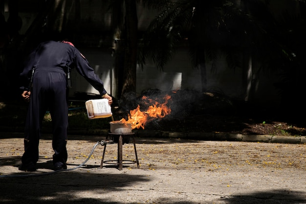 Firefighters in show the heat of a flame and the use of fire extinguishers. Premium Photo