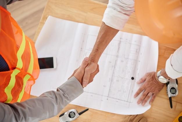 Firm handshake Free Photo
