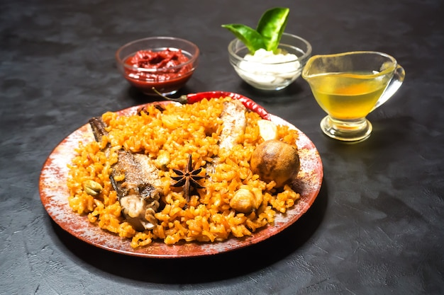 Рыба биряни. рыбка из саудовской аравии кабса. Premium Фотографии