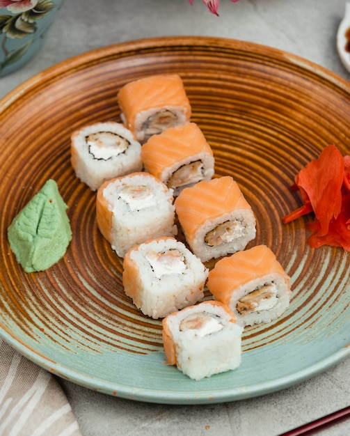 Fish sushi on a circular plate Free Photo