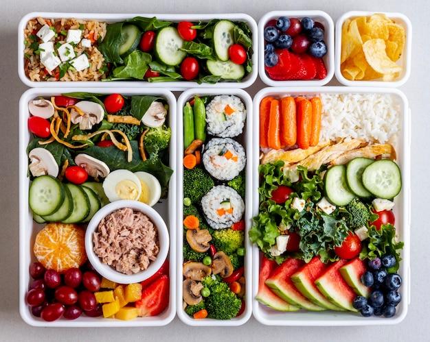 Плоская кладка из рыбы, овощей и фруктов Бесплатные Фотографии