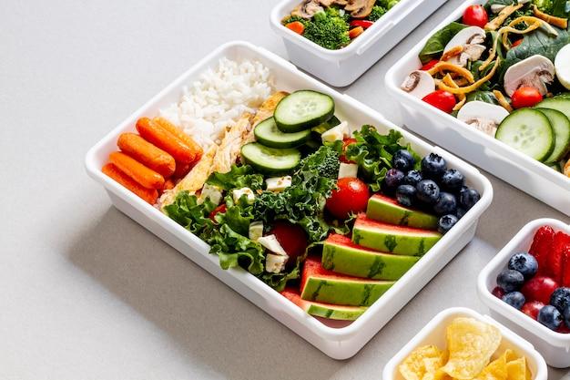 Рыба, овощи и фрукты под высоким углом Бесплатные Фотографии