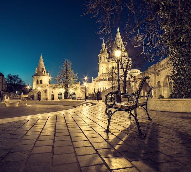 Fishermans bastion in budapest, hungary at night Premium Photo