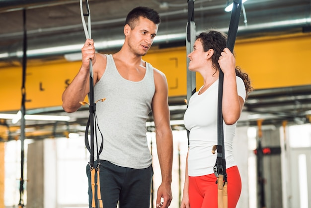 Fit couple looking at each other in gym Free Photo