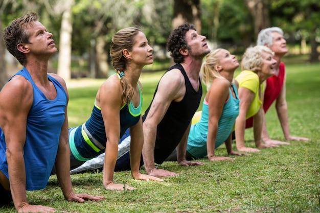 Fitness class practicing yoga Premium Photo
