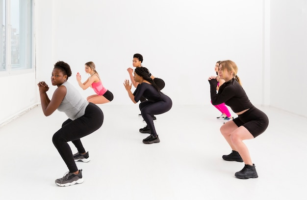 Fitness class with women on position Free Photo