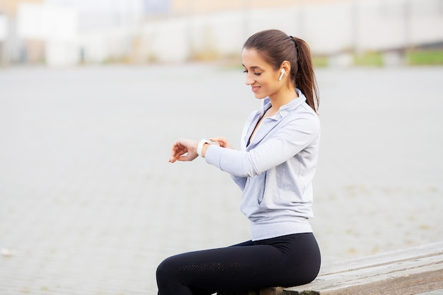 Fitness girl, portrait of a lovely young fitness girl listening music Premium Photo