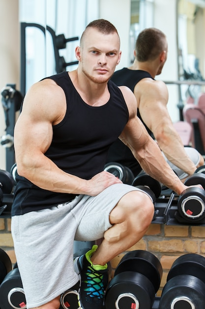 Fitness. handsome man in the gym Free Photo