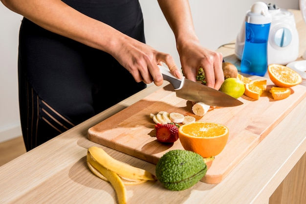 Fitness woman preparing a detox juice Free Photo