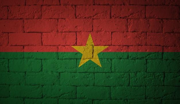 グランジ壁背景にブルキナファソの旗。元の比率 Premium写真