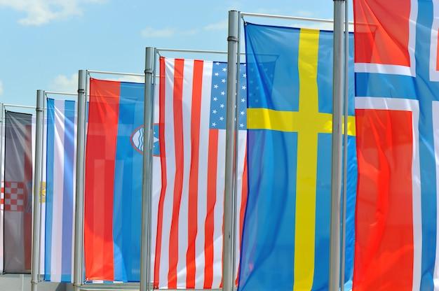 바람에 깃발 프리미엄 사진