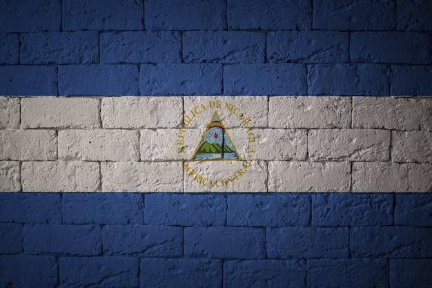 オリジナルの比率でフラグを立てます。ニカラグアのグランジフラグのクローズアップ Premium写真