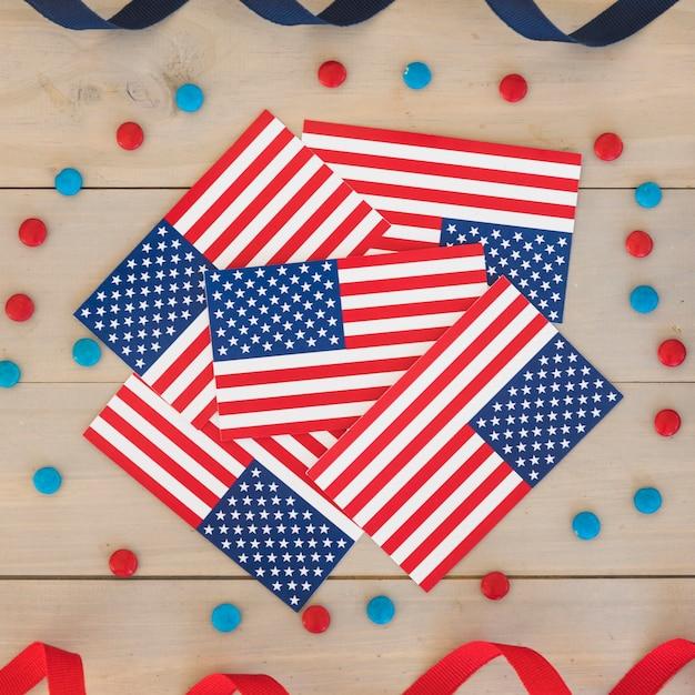 Flags of america con decorazioni per il giorno dell'indipendenza Foto Gratuite