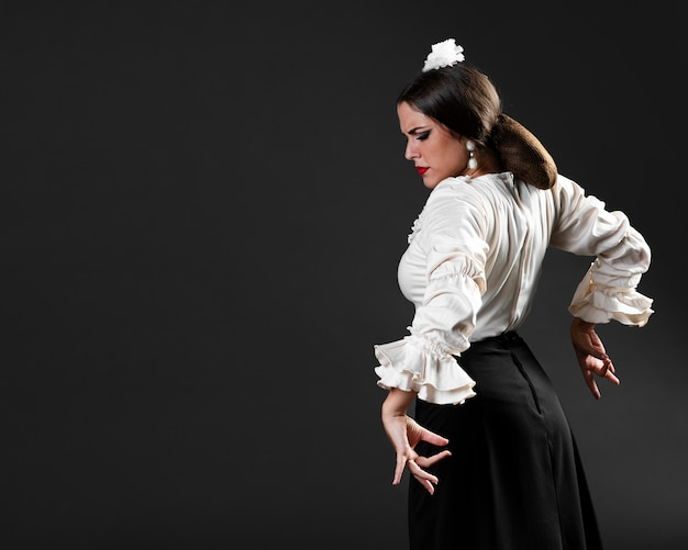 Flamenca dancing with eyes closed Free Photo