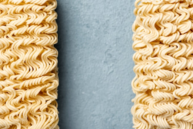 Flat lay aligned uncooked noodles Free Photo