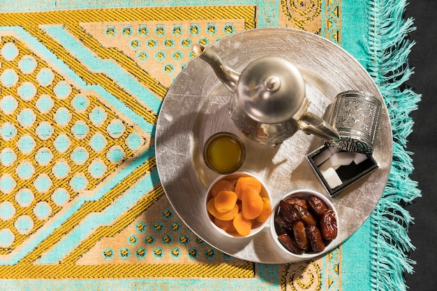 Flat lay arabic tea and dried fruit Free Photo