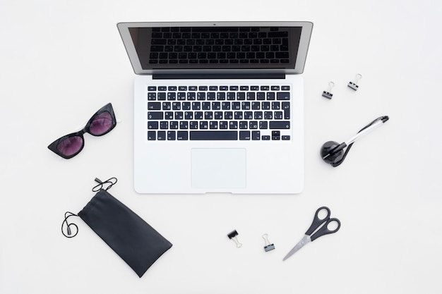 Flat lay arrangement of office items Free Photo
