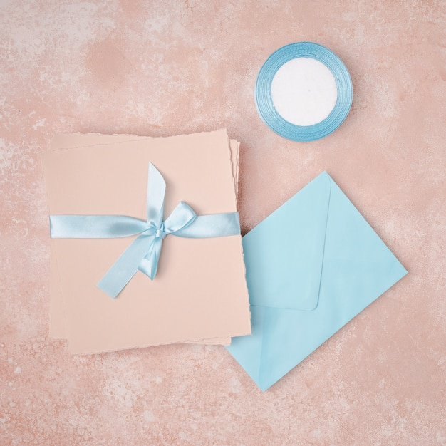 Flat lay arrangement for wedding with envelopes Free Photo