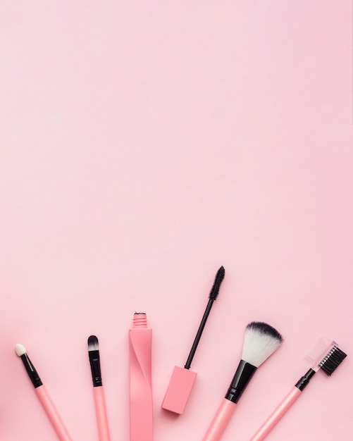Flat lay arrangement with make-up brushes and copy-space Free Photo