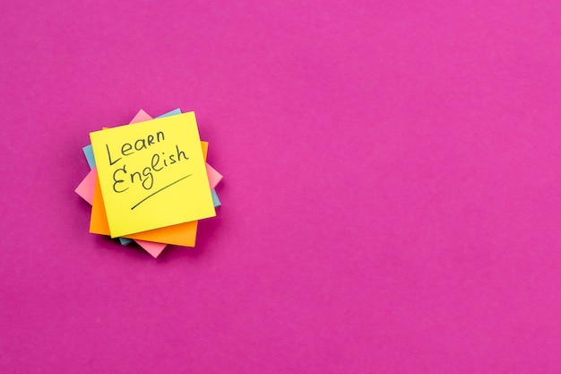 Flat lay arrangement with sticky notes on pink background Free Photo