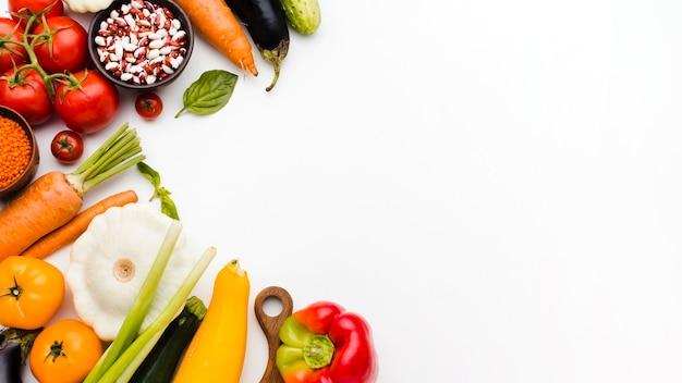 コピースペースとさまざまな野菜のフラットレイアウトの品揃え 無料写真