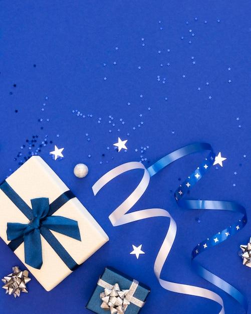 복사 공간 축제 포장 된 선물의 평면 누워 구색 프리미엄 사진