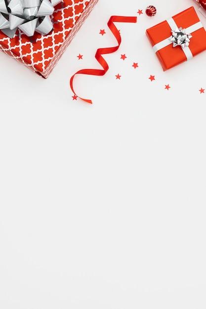 복사 공간 포장 된 선물의 평면 위치 구색 무료 사진