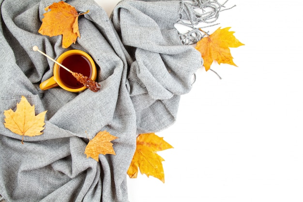 Flat lay autumn composition with cup of tea and a warm woolen scarf Premium Photo