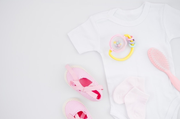 Flat lay baby clothes with white background Free Photo