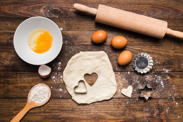 Flat lay bakery composition with dough and eggs Free Photo