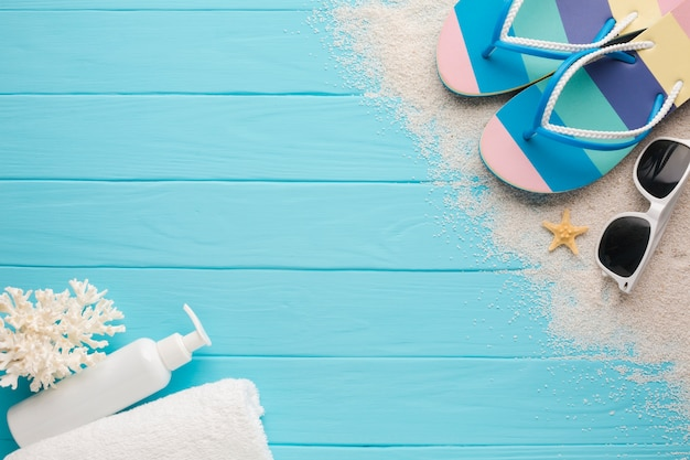 Flat lay beach concept with copy space Free Photo
