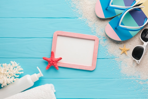 Flat lay beach concept with picture frame Free Photo