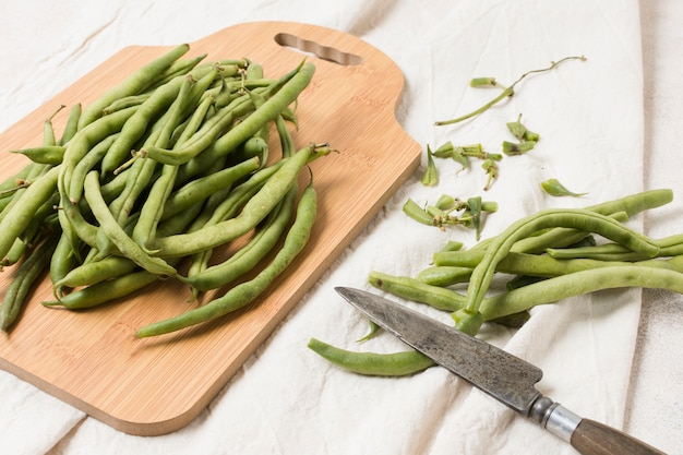 Flat lay of beans on chopping board Free Photo