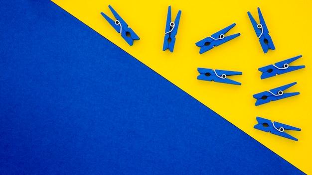 Flat-lay blue clothes pins Free Photo